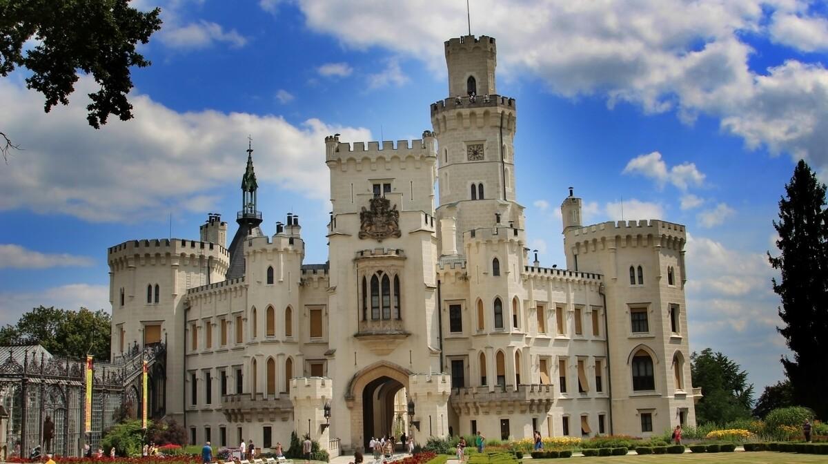 dvorac Hluboka, putovanje dvorci južne Češke, putovanje autobusom, mondo travel