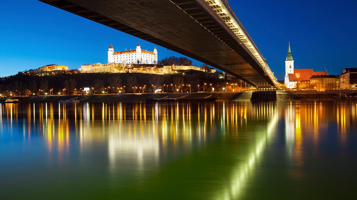 Novi most u Bratislavi, noćna panorama, putovanje u Bratislavu, autobusno putovanje
