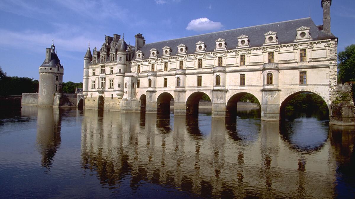 prekrasan dvorac Chenonceau na rijeci Cher, autobusna putovanja, Mondo travel, europska putovanja