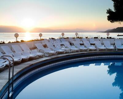 Jelsa, Resort Fontana, bazen