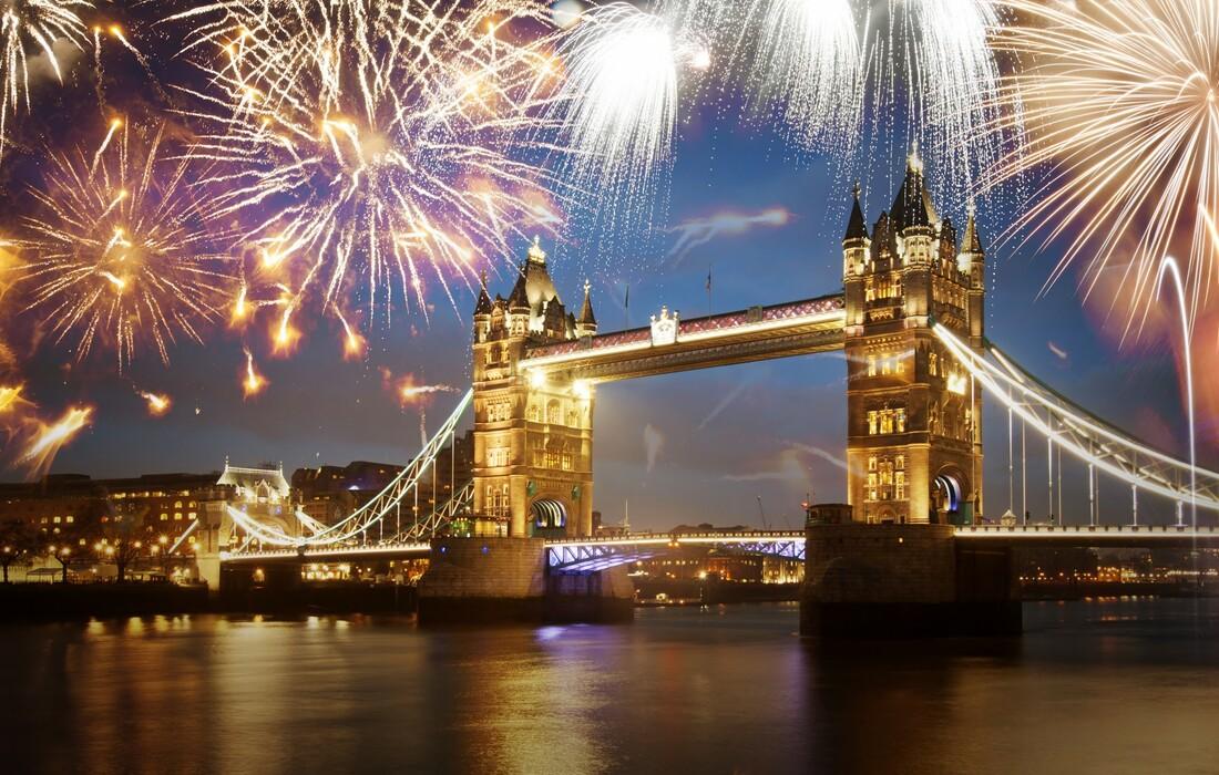 Nova godina u Londonu, vatromet iznad Tower bridgea
