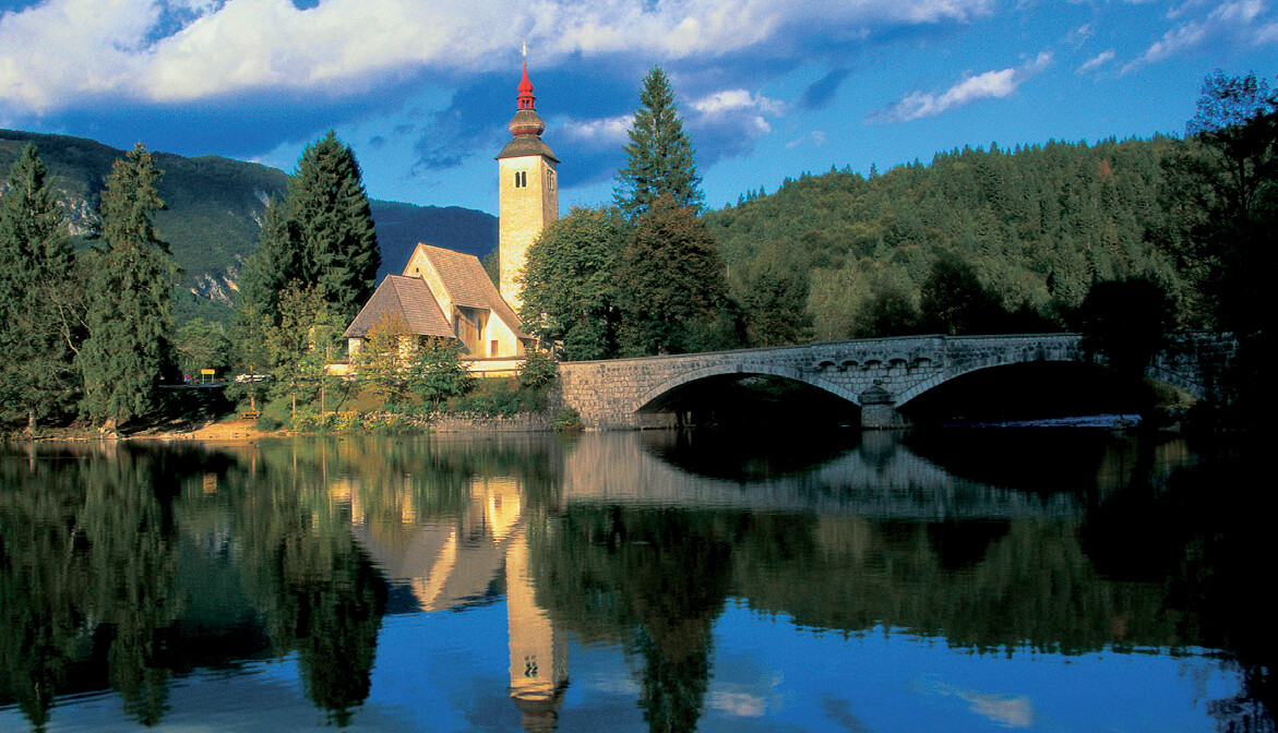 Slovenija, Jezero Bohinj,sunčan dan u prirodi