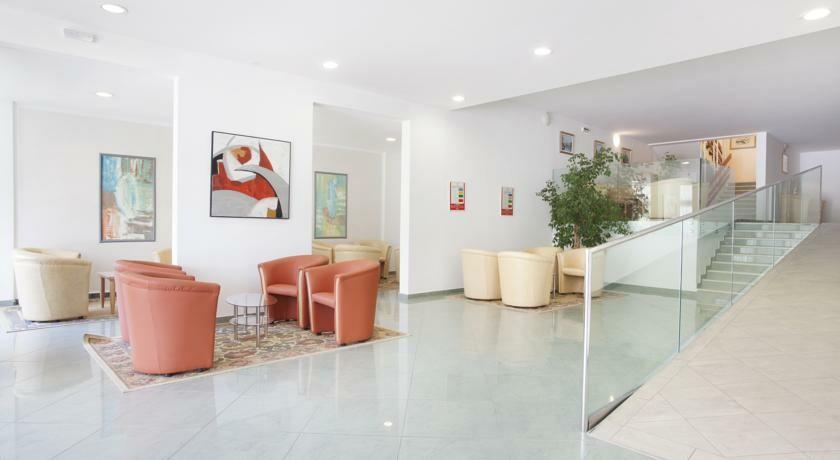 Lobby hotela Narcis, Rabac, mondo travel