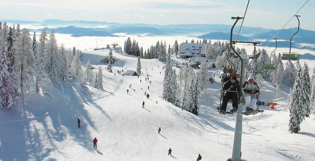 Skijanje Krvavec, skijalište Krvavec, snijeg, ski staza, gondole,panorama