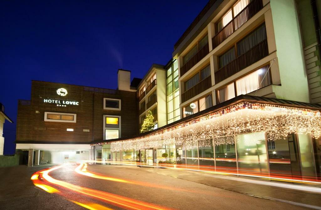 Skijanje i wellness u Sloveniji, Bled, Hotel Lovec, ulaz u hotel