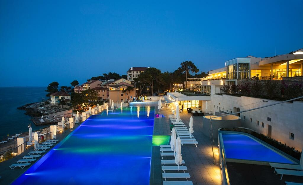 Otvoreni bazen s morskom vodom u Velom Lošinju, Vitality hotel Park i Apartmani Punta,