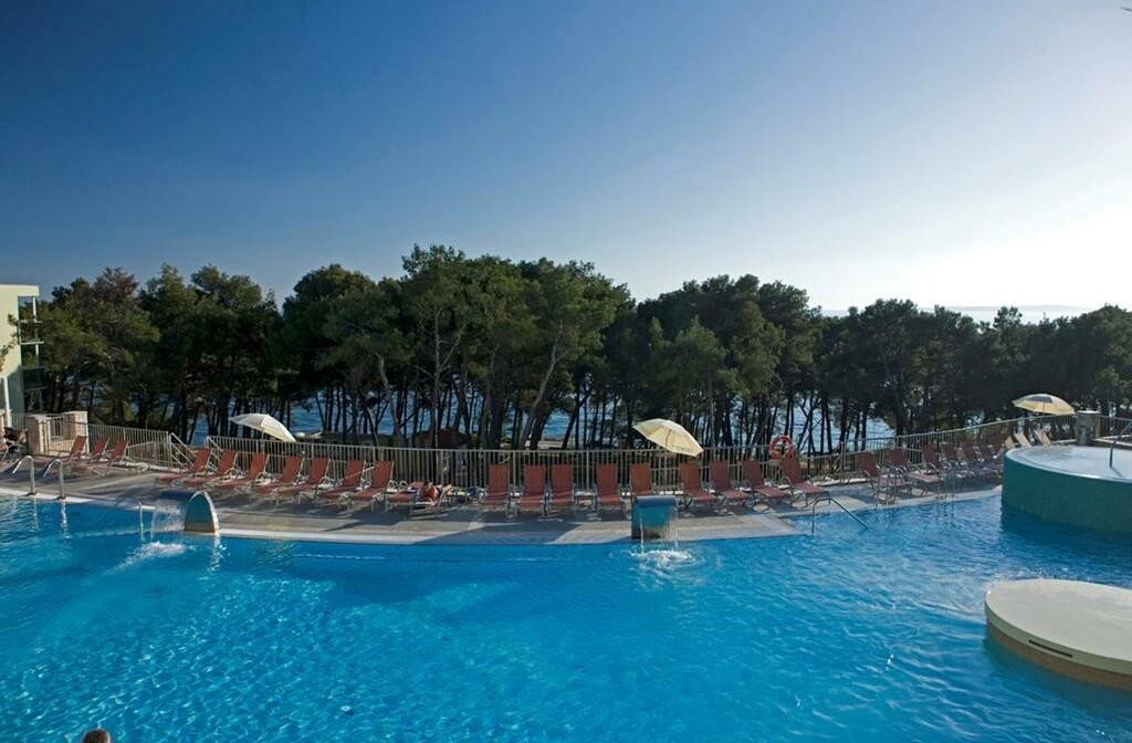 Vanjski bazen hotela Vespera.