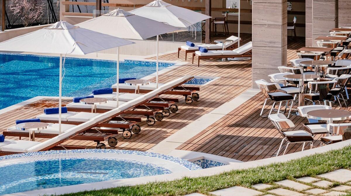 Hotel Ikador, Riva Lounge pool area