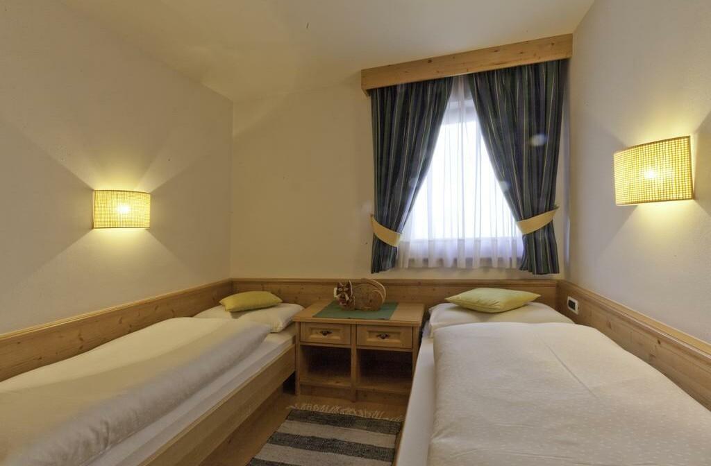 Skijanje u Italiji, Alta Badia, San Leonardo, Apartman Chalet Maria, spavaća soba