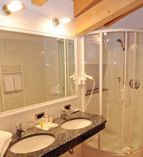 Skijanje u Italiji, Alta Badia, Hotel Greif, kupaona