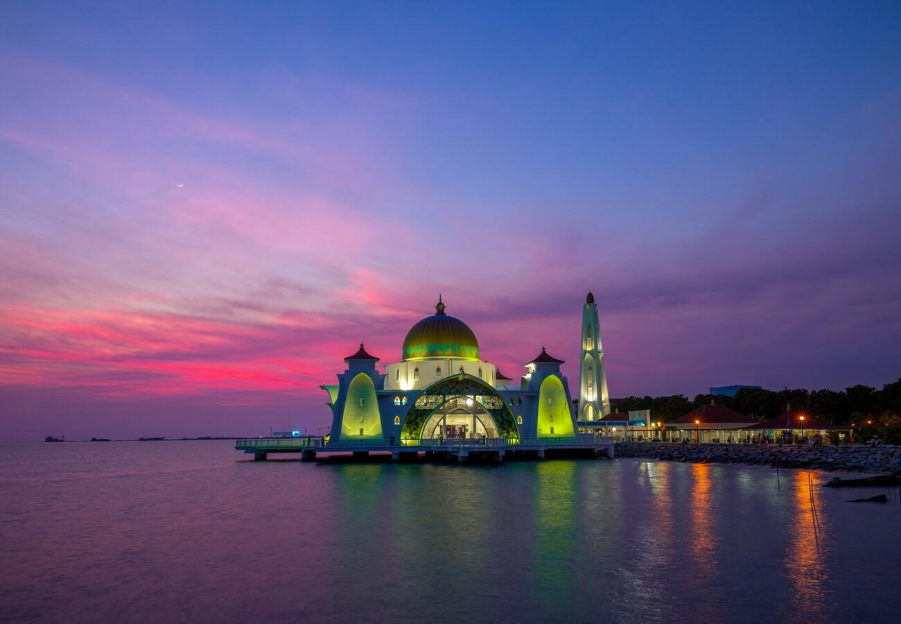 Malacca straits džamija, Malaka, Malezija, putovanje Azija, daleka putovanja, vođene ture