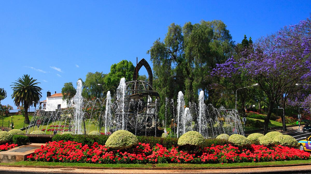 Fontana i cvijeće u Funchalu, putovanje Portugal i Madeira