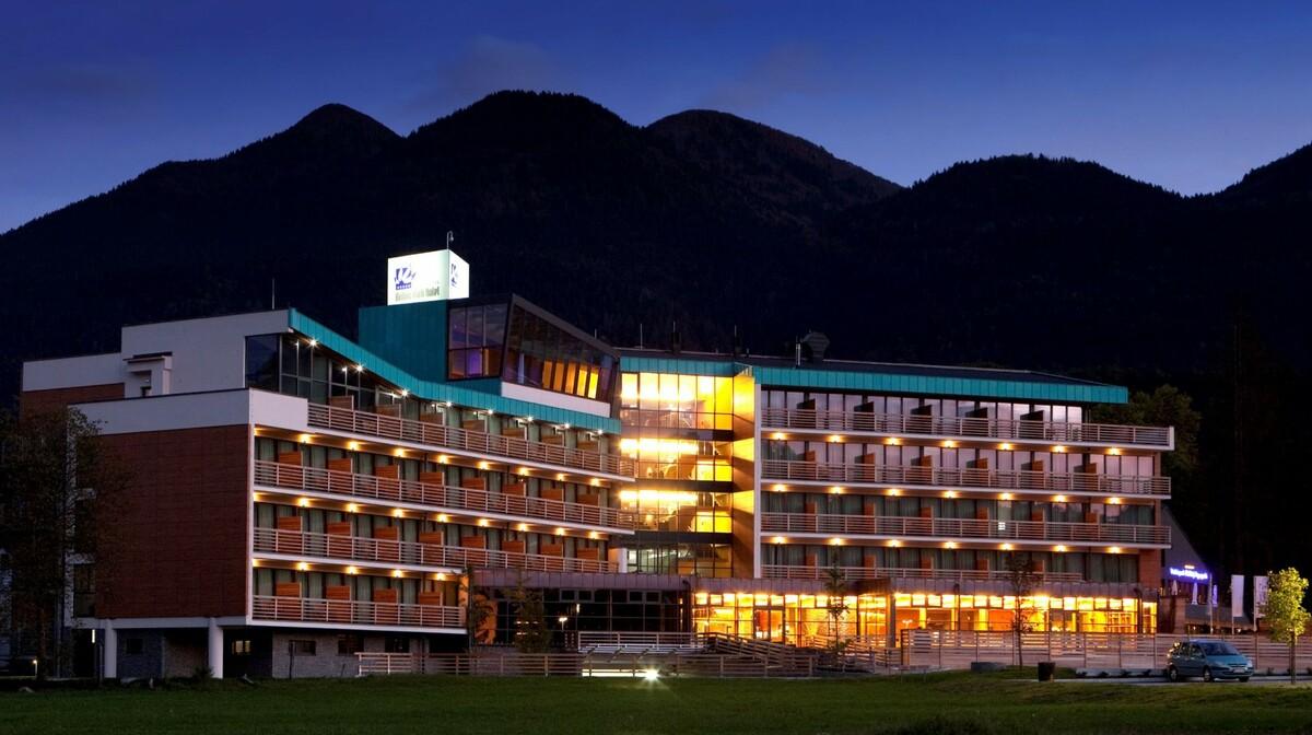 Wellness u Sloveniji, Bohinjska Bistrica, Bohinj Eco, izgled hotela navečer