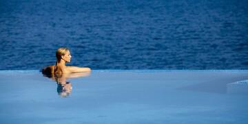 Vanjski bazen hotela Vitaliy Punta u Velom Lošinju.
