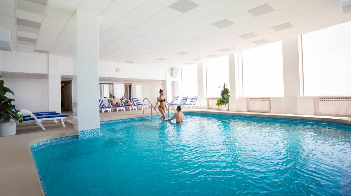 Unutarnji bazen u hotelu Istra u Opatiji.