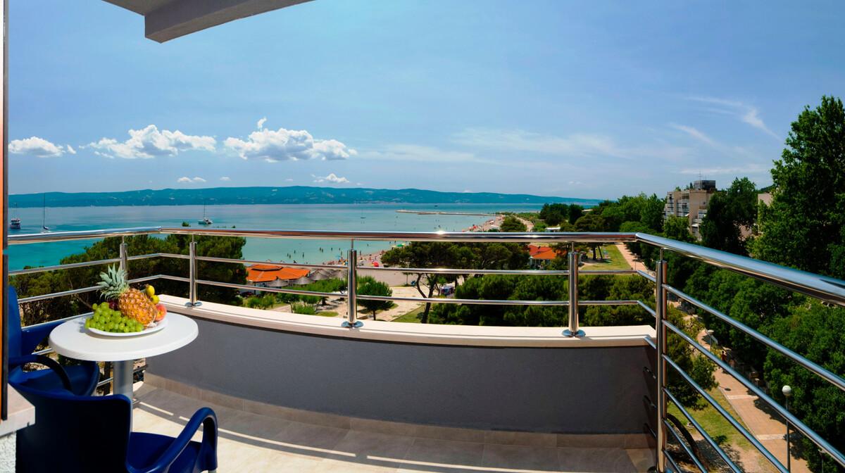 Omiš, Hotel Plaža, pogled na plažu