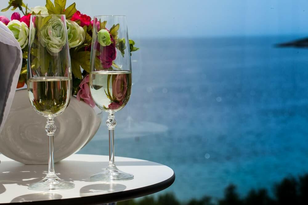 Pogled na more s balkona soba Boutique hotela Life u Rogoznici.