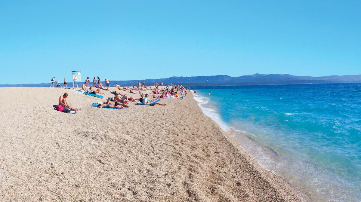 Otok Brač, Bol, Zlatni rat plaža