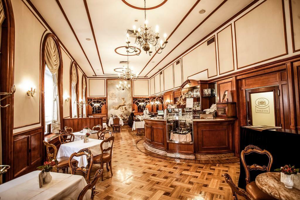 Kavana hotela Palace u Zagrebu.
