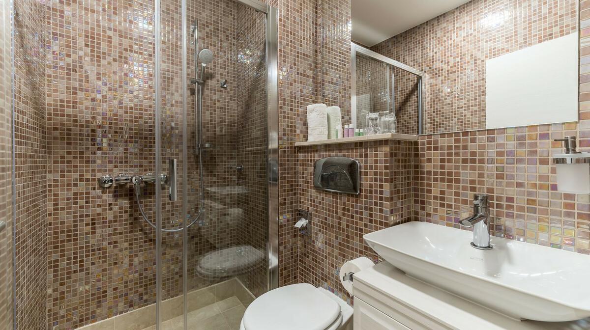 Dubrovnik, Hotel Art, kupaona