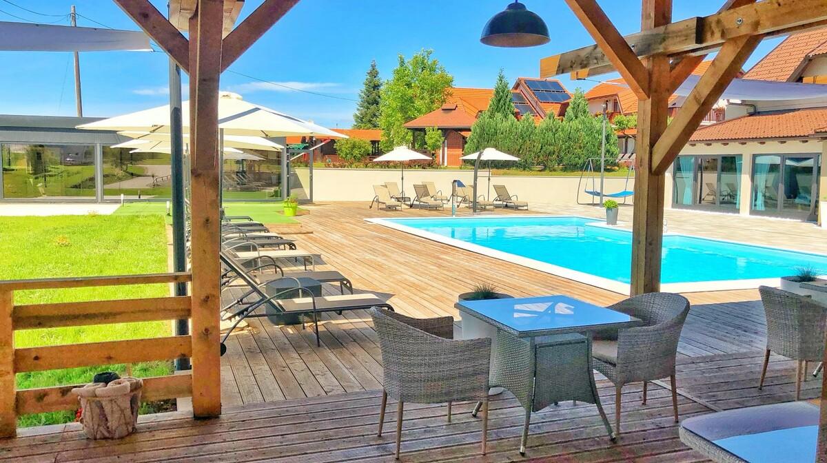 Plitvice, Hotel 16lakes, terasa i vanjski bazen