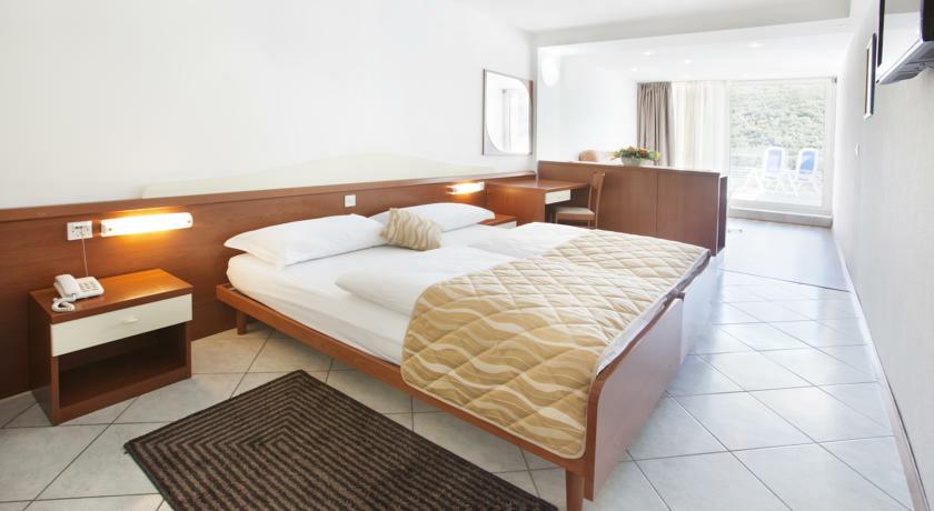 Dvokrevetna soba u hotelu Narcis, Rabac, mondo travel