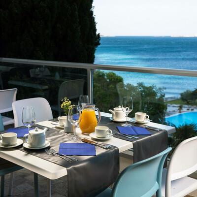 Mlini (Dubrovnik), Hotel Astarea, doručak uz pogled na more