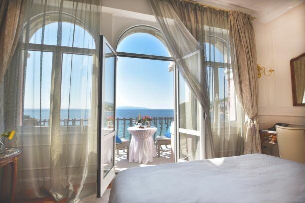 Hrvatska, ljeto, Opatija, hotel Milenij, balkon sa pogledom na more