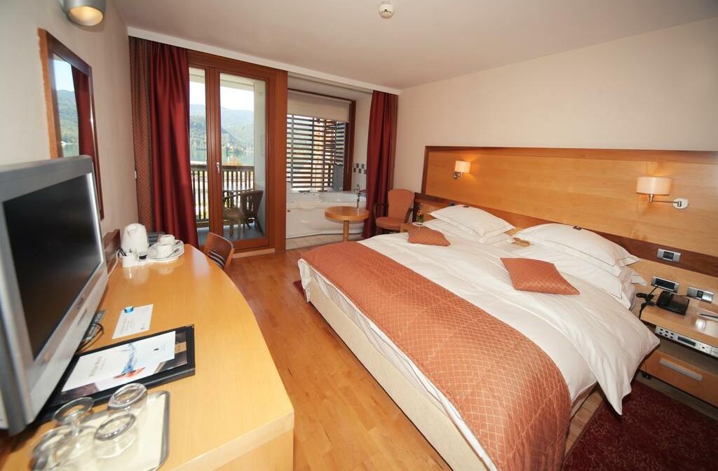 Skijanje i wellness u Sloveniji, Bled, Hotel Lovec, spavaća soba