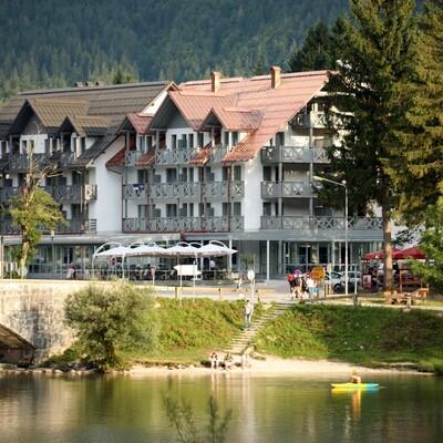 Skijanje i wellness u Sloveniji, Bohinj Hotel Jezero, jezero i šetnica