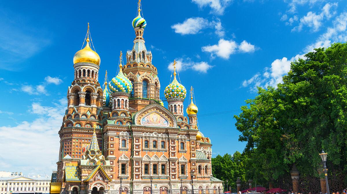 Šareni tornjići crkve Kristova uskrsnuća, putovanje Sankt Peterburg, mondo travel