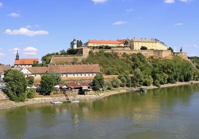 pogled na Petrovaradinsku tvrđavu, putovanje autobusom, garantirano putovanje, europsko putovanje