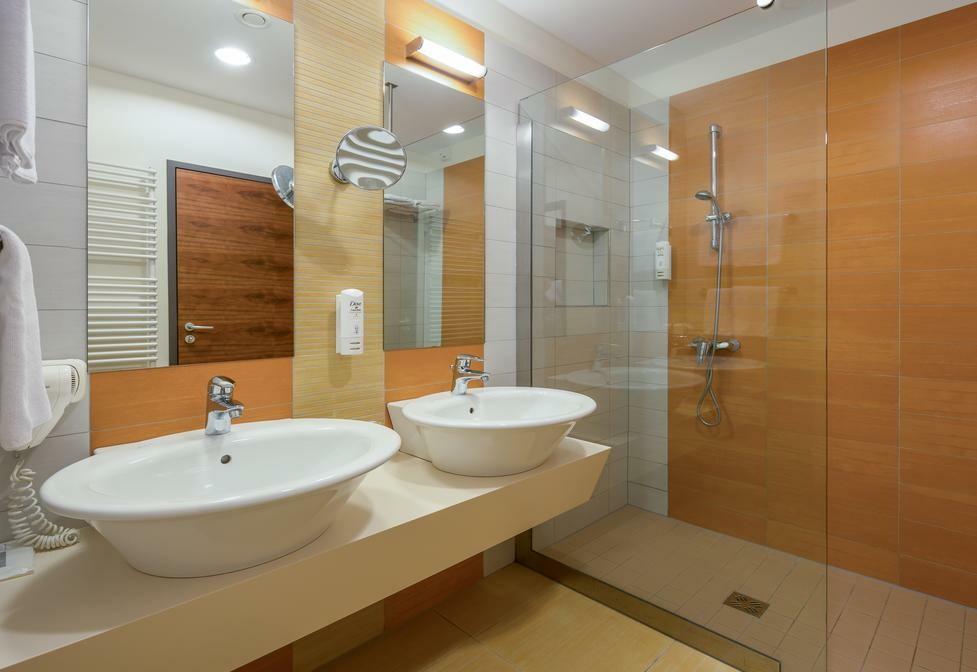 Otok Brač, Bol, Bretanide Sport & Wellness Resort, kupaonica