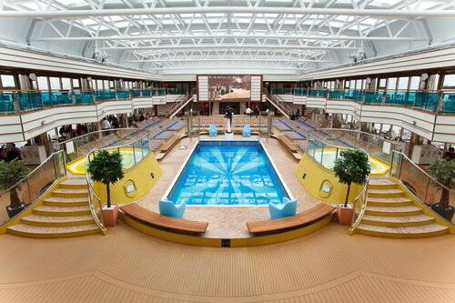 Costa Deliziosa - unutarnji bazen