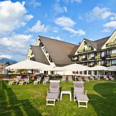 Skijanje i wellness u Sloveniji, Bled, Hotel Kompas,terasa na travi
