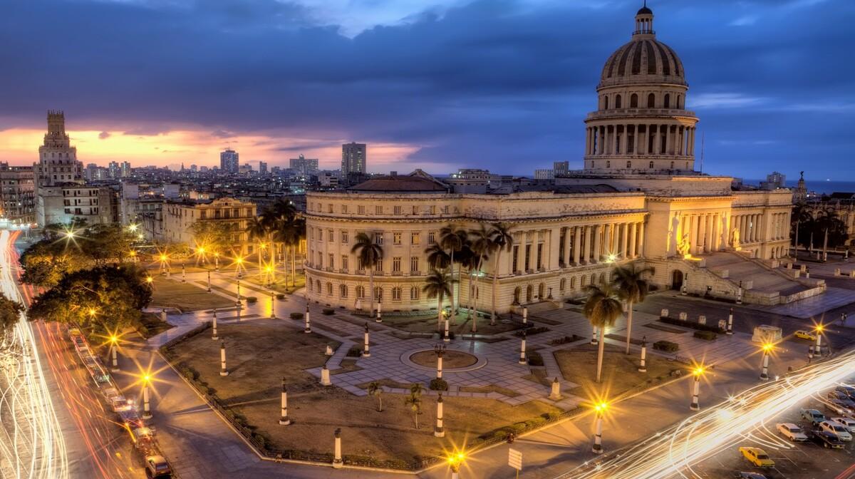 Kuba - Havana po noći