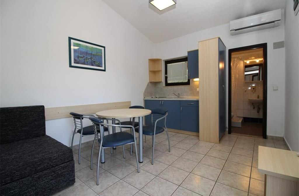 Apartmansko naselje Hostin, Tisno3