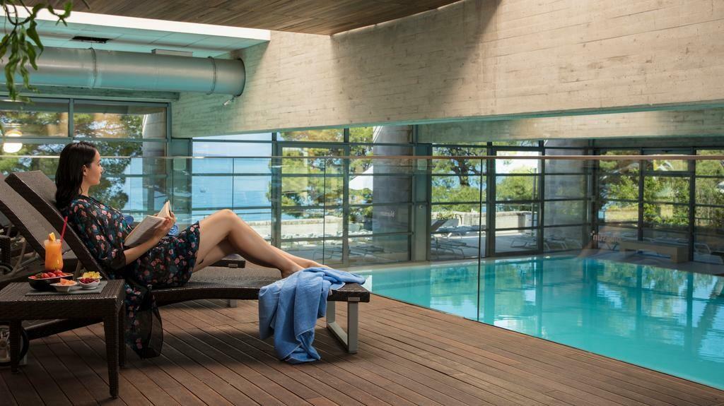 Unutarnji bazen hotela Soline u Brelima, mondo travel