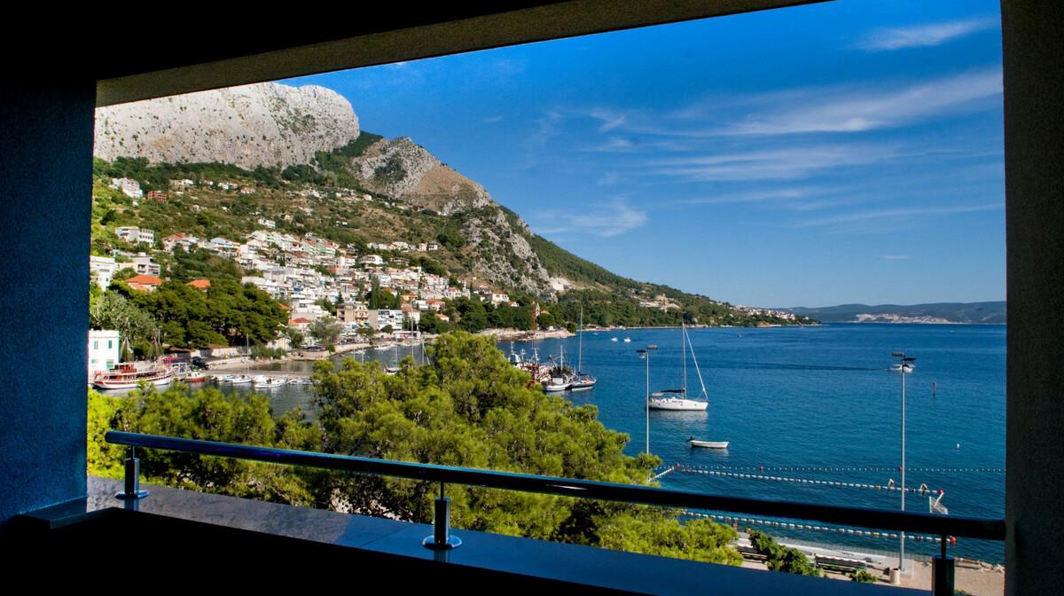Omiš, Hotel Plaža, pogled sa balkona