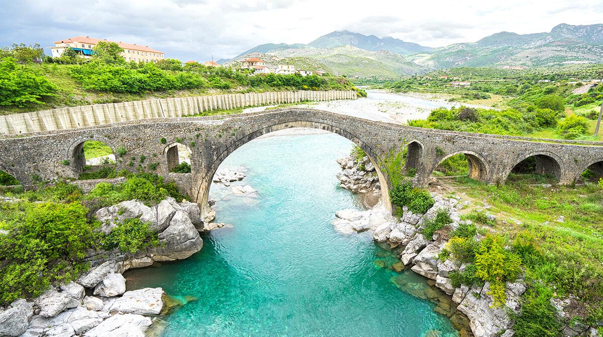 Albanija, Skadar, most Mes-spomenik kulture, putovanje autobusom