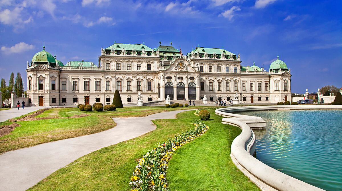 Dvorac Belvedere i vrtovi, putovanje u Beč