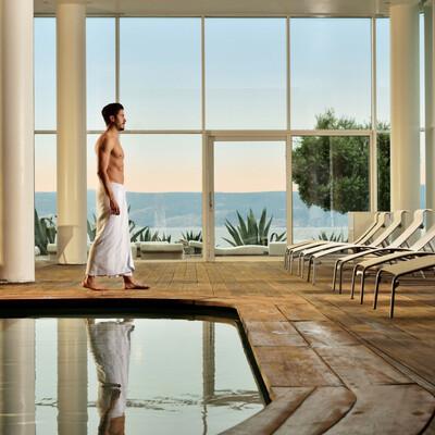 Zatvoreni bazen Novi Resrota s pogledom na more, mondo travel