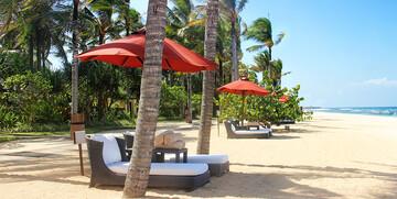 Maldivi, ležaljke na pjaščanoj plaži, putovanje na Maldive, grupni polasci, daleka putovanja