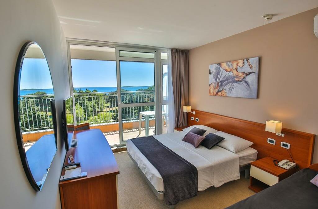 Medulin, Hotel Arena Holiday, soba sa balkonom