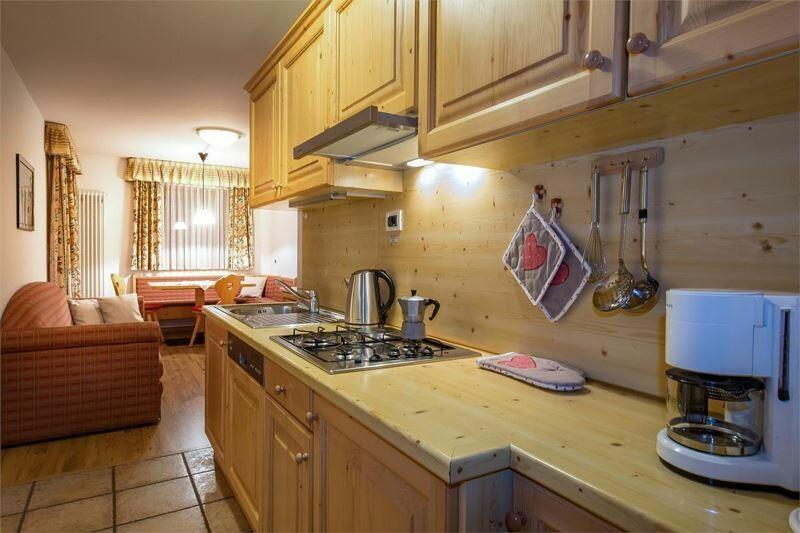 Skijanje u Italiji, Alta Badia, Colfosco, Residence Elisa, primjer kuhinje