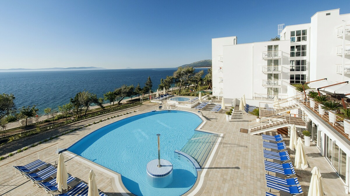 Vanjski bazen hotela Casa Sanfior Valamar u Rapcu, modno travel