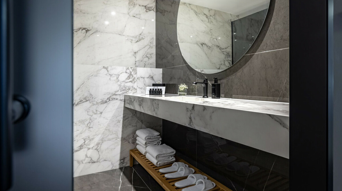 Opatija, GH Adriatic, classic dvokevetna soba, kupaonica