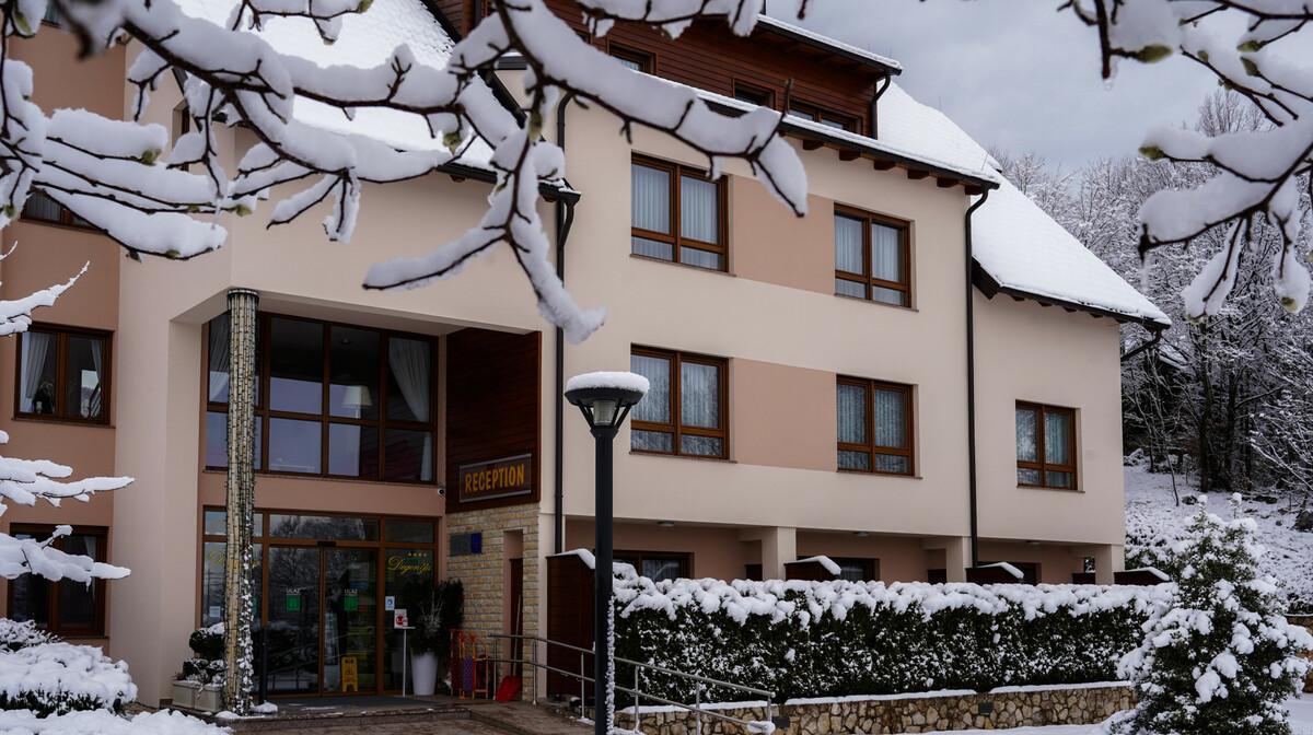 Hotel Degenija, zima