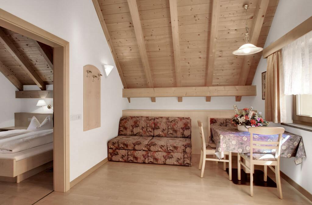 Skijanje u Italiji, Alta Badia, Apartmani Chalet Pinis, dnevna soba