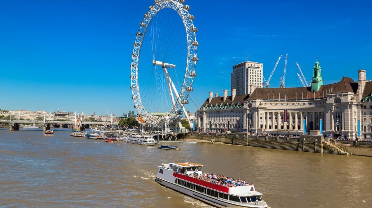 Vožnja rijekom Themsom na putovanju u London